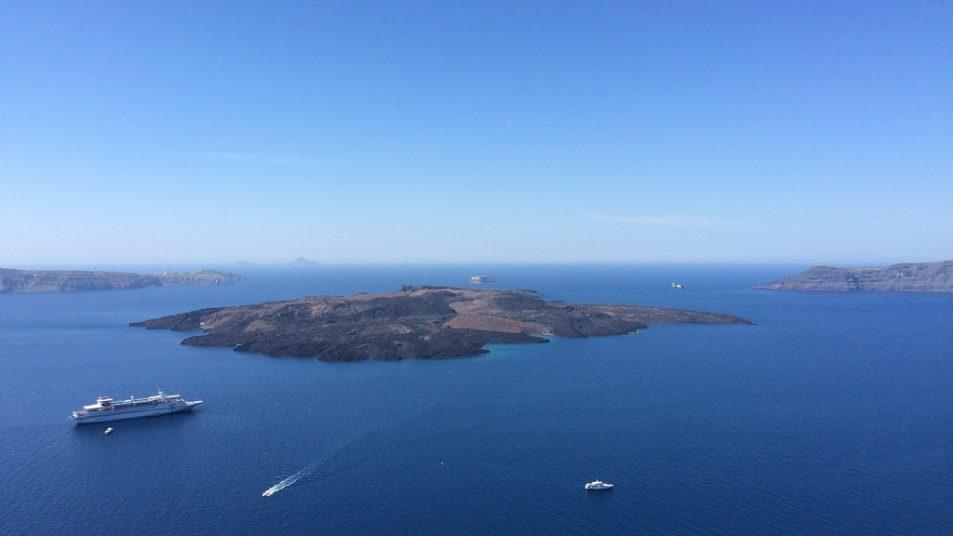 17134832326_e2ccc65fd0_b_Santorini-island-in-greece